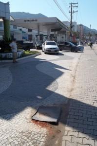 Tampão na Calçada_Avenida da Praia 20